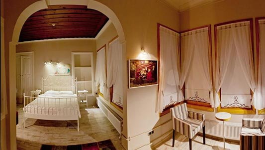 king room with panaromic view